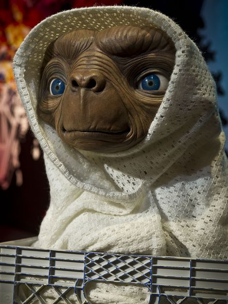 et-in-blanket-madame-tussauds